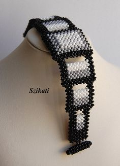 Black/Grey/White Beaded Bracelet Statement Beadwork por Szikati