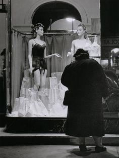 Brassaï Le rêve – Surs les grands boulevards Paris, 1934
