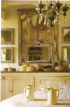 Mirrors and chandelier, great details...