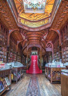 Bücherfans, die in der portugiesischen Hafenstadt verweilen, sollten einmal die...