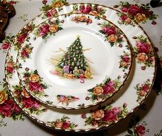 Royal Albert Old Country Roses Bone China. Features Old Country Roses signature burgundy, pink, and yellow roses with green leaves. Set of 6 Dinner Plates England Accented with gold trim. Royal Albert, Christmas China, Christmas Dishes, Pink Christmas, Xmas, Christmas Table Settings, Christmas Tablescapes, Vintage Dishes, Vintage China