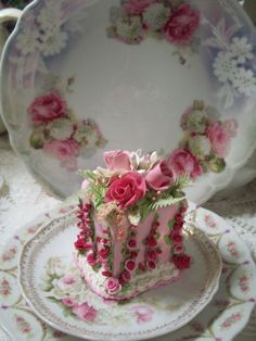 (castilda) Fake Food Slice of Cake Shabby Pink Roses Victorian