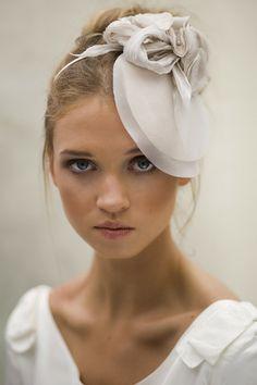 Silk Boho Wedding Hat. Peinado o tocado de novia para boda