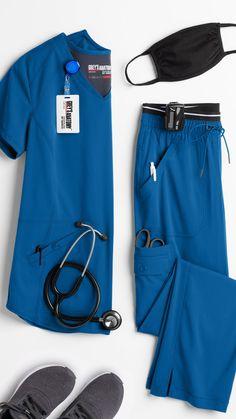 Hospital Tumblr, Scrubs Pattern, Spa Uniform, Greys Anatomy Scrubs, Medical Uniforms, Nursing Clothes, Medical Scrubs, Professional Look, Hospitals