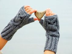 PATTERN - Crochet Easy Fingerless Mittens: arm warmers, gloves, gauntlets, wristlets, wrist warmers, cuffs. 1 skein make.