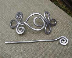 Celtic-Schleifen und Spiralen Schal Pin Pin von nicholasandfelice
