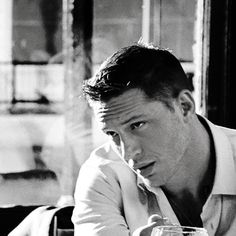 *falls off the chair* Tom Hardy Wife, Tom Hardy Dog, Hello Gorgeous, Most Beautiful Man, Tom Hardy Movies, Tommy Boy, Models, Actors & Actresses, Eye Candy