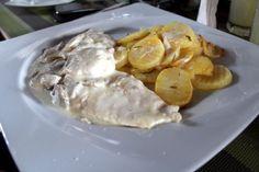 Piept de pui cu ciuperci și cartofi cu rozmarin Carne, Restaurant, Meat, Chicken, Food, Diner Restaurant, Essen, Meals, Restaurants