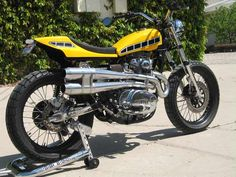Yamaha Street Trackers on Vintage Flat Trackers Pages Flat Track Motorcycle, Flat Track Racing, Tracker Motorcycle, Yamaha Tw200, Bullet Bike Royal Enfield, Scrambler Custom, Brat Cafe, Flat Tracker, Yamaha Motorcycles