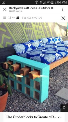 Easy DIY Backyard Projects with Lots of Tutorials DIY Cement Block Bench: This DIY cement block bench can provide a comfortable seating for your backyard gathering! Cool Diy, Easy Diy, Diy Casa, Creation Deco, Diy Furniture, Furniture Design, Outdoor Furniture, Garden Furniture, Backyard Projects
