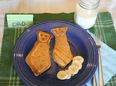 Have a TIE-riffic Father's Day! Tie-shaped pancakes for Father's Day breakfast served on a Fiesta® Dinnerware plate Father's Day Breakfast, Breakfast Pancakes, Breakfast Recipes, Banana Pancakes, Breakfast Ideas, Cute Food, Good Food, Father's Day Celebration, Crafts
