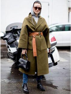 2017年2月9日(現地時間)から開催されている2017秋冬ファッションウィーク。オフランウェイでも白熱のおしゃれ合戦が繰り広げられている2017秋冬コレクションもいよいよ最終決戦のパリへ。現地から届いた最新スナップを最終日まで毎日更新、最速便でお届け!