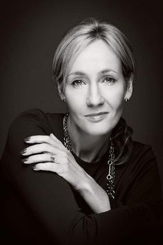 JK Rowling - Great autor of Harry Potter and crime novels. I just love her, she started out with nothing and now she has everything. Joanne K Rowling, Business Portrait, Portraits, Badass Women, Powerful Women, Role Models, Ikon, Persona, Amazing Women