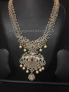 Classic diamond long chain with two step elaborated pendant. 22 carat yellow gold basic metal bridal set with rose cut diamonds leafy design chain Diamond Pendant, Diamond Jewelry, Gold Jewelry, Indian Wedding Jewelry, Bridal Jewelry, Saris, Mango Necklace, India Jewelry, Jewellery