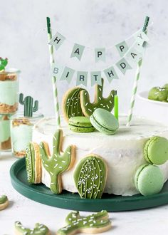 Recipe for a cactus cake with royal icing cookies for a cactus party kids . - Torten / Cakes - Simply bake a recipe for a cactus cake with royal icing cookies for a cactus party. Children's bir - Birthday Cake Cookies, Birthday Cakes For Men, Diy Birthday Cake, Birthday Recipes, Cactus Cake, Cactus Food, Cactus Cactus, Salty Cake, Royal Icing Cookies
