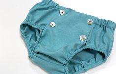 Diaper for little boys. Culotte en color azul con botones en el delantero como detalle #kids #corazondeleonkids #diaper #azul #moda #madeinSpain #SpringSummer2015 #baby #botones #cubrepañal #culotte #bottoms