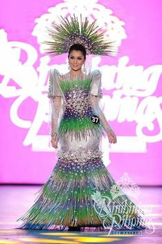 A VERY INNOVATIVE FILIPINA TERNO Philippines Outfit, Philippines People, Philippines Fashion, Philippines Culture, Filipiniana Dress, Recycled Dress, Tribal Costume, Costume Dress, Traditional Dresses