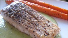 Salsa verde salmon with roasted carrots from @foxnewslatino