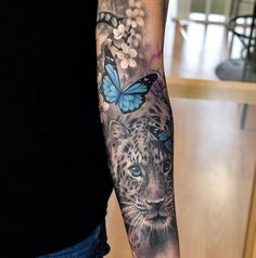Pop of color in a black and white tattoo - tatoo ideas - Tattoo Best Sleeve Tattoos, Tattoo Sleeve Designs, Leg Tattoos, Black Tattoos, Body Art Tattoos, Tatoos, Heart Tattoos, Music Tattoos, Tiger Tattoo Sleeve