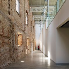 Daoiz y Velarde Cultural Center in Madrid by Rafael de la Hoz