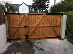 Rear view of split driveway gate. Fitted using adjustable 24 gate hinges. Driveway Fence, Backyard Gates, Driveway Landscaping, Wooden Gate Designs, Wood Fence Design, Wooden Garden Gate, Wooden Gates, Building A Fence Gate, Diy Gate