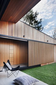Hover House by Bower Architecture. The varying scale of timber cladding widths combined with the contrasting textures of grass and polished concrete result in a seamless indoor-outdoor living space. Timber Screens, Timber Cladding, Timber Panelling, Architecture Details, Interior Architecture, Interior Design, Sliding Wall, Sliding Doors, Design Hotel