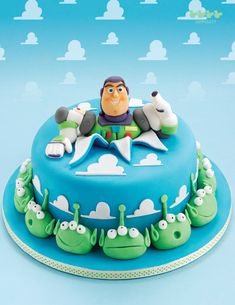Take a look at these ideas of Toy Story themed cakes. Beautiful and creative Toy story cakes for children and other great Toy Story fans! Bolo Toy Story, Festa Toy Story, Toy Story Cakes, Crazy Cakes, Fancy Cakes, Pretty Cakes, Cute Cakes, Fondant Cakes, Cupcake Cakes
