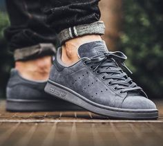 sneakers and stuff discount code Me Too Shoes, Men's Shoes, Shoe Boots, Shoes Sneakers, Sneakers Mode, Sneakers Fashion, All Black Sneakers, Adidas Stan Smith, Stan Smith Outfit