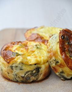Moelleux saumon et épinard - This recipe sounds so good. breakfast treat - worth a try on vacation w/ my grandchildren. Tapas, Fingers Food, Cooking Recipes, Healthy Recipes, Snacks, Food Inspiration, Love Food, Food Porn, Food And Drink