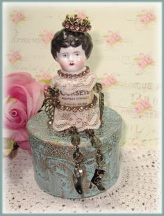 Found Object Art, Found Art, Vintage Crafts, Vintage Dolls, Paper Dolls, Art Dolls, Rhinestone Crafts, Sewing Crafts, Diy Crafts