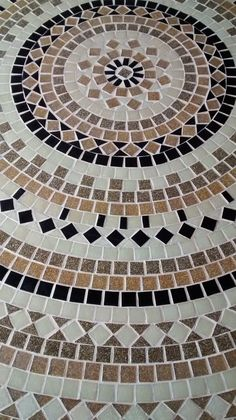 DIY Stepping Stones to make your House Stunning Mosaic Patio Table, Mosaic Coffee Table, Mosaic Pots, Mosaic Diy, Mosaic Garden, Mosaic Crafts, Mosaic Projects, Mosaic Glass, Mosaic Tiles