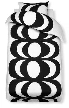 Marimekko duvet covers and pillow cases. Scandinavian Interior Design, Nordic Design, Marimekko, Black Bedding, Linen Bedding, Bed Linen, Comforter, Bedding Sets, Scandinavia Design