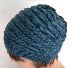 Sono arrivata anche io. Ho deciso di iniziare questo blog, dedicato alla mia grande passione: la Maglia, con questo cappello WURM di katu... Yarn Projects, Knitting Projects, Loom Knitting, Knitting Patterns, Knit Crochet, Crochet Hats, Knit Beanie Hat, Knitted Hats, Winter Hats