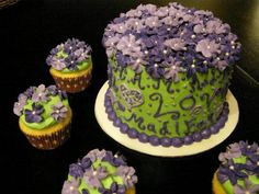 Live, Laugh, Love themed cake and cupcakes.