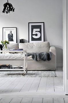 Witte houten vloeren met een toefje zwart   villa d'Esta   interieur en wonen