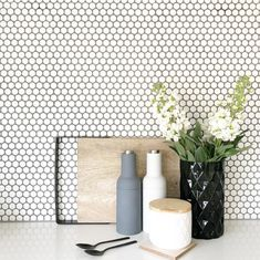 11 types of white kitchen splashback tiles: Add interest with shape over colour. 11 types of white kitchen splashback tiles: Add interest with shape over colour. Penny Round Tiles, Penny Tile, White Tiles Grey Grout, Kitchen Splashback Tiles, Splashback Ideas, Kitchen Soffit, Kitchen Floor, Backsplash Ideas, Form