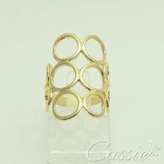 Anel folheado a ouro com garantia de 6 meses. #cassie #anel #réplica #amazing #acessórios #semijoia #folheado #inlove #euquero #me #moda #instamoda #fashion #dourado #beautiful #pretty #instafashion #girl #woman