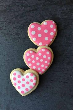 The Cutest Cookie Decorating Tips for Valentines Day Cookies Valentine's Day Sugar Cookies, Sugar Cookie Royal Icing, Iced Cookies, Cookies Et Biscuits, Heart Cookies, Baby Cookies, Easter Cookies, Christmas Cookies, Owl Cookies