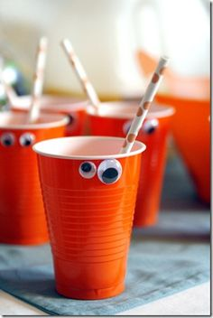 Halloween cups. Great idea for Halloween party.
