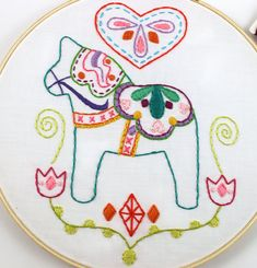 Way cute Dala Horse Love Embroidery PDF Pattern. Features sweet Dala Horse with fun doodle designs, framed with pretty tulip flowers, and a Scandinavian Embroidery, Swedish Embroidery, Iron On Embroidery, Embroidery Shop, Learn Embroidery, Embroidery For Beginners, Hand Embroidery Designs, Embroidery Techniques, Embroidery Stitches