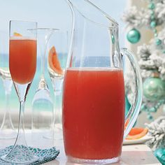 #SeaBreeze - a classic #cocktail with grapefruit and cranberry juice, and some vodka. Perfect for the summer!