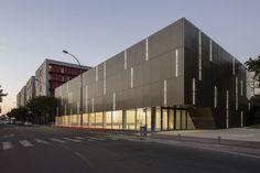 Ateliers O-S architectes - Asnières-sur-Seine School Gymnasium, Asnières-sur-Seine, France (2013) #public #sportfacilites #sport