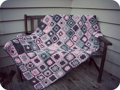 PaisleyJade: Pink & Grey Granny Square Blanket