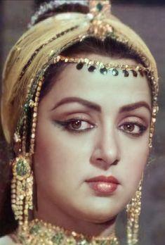 Actress Aishwarya Rai, Bollywood Actress, Guess The Movie, Hema Malini, Vintage Bollywood, Urdu Poetry Ghalib, Beautiful Blonde Girl, She Movie, Most Beautiful Indian Actress