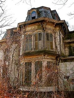 .no info. on this home but this place has some history, some not so nice but it could be a real beauty fixed up