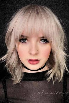 Fantastic Choppy Bob Hairstyles For All Moods And Occasions Choppy Wavy Lob With Arched BangsChoppy Wavy Lob With Arched Bangs Oval Face Hairstyles, Wavy Bob Hairstyles, Haircuts With Bangs, Lob With Bangs, Haircut Bangs, Choppy Bangs, Choppy Haircuts, Hairstyle Short, Shaved Hairstyles