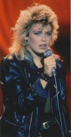 Kim Wilde Pop Singers, Female Singers, Kim Wilde, 80s Hairstyles, 80s Pop, Rocker Girl, Idole, 80s Style, Pure Beauty