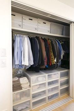37 ideas tiny walk in closet organization dressing rooms Linen Closet Organization, Home Organisation, Closet Storage, Bedroom Storage, Wardrobe Closet, Closet Space, Walk In Closet, Maison Muji, Organiser Son Dressing