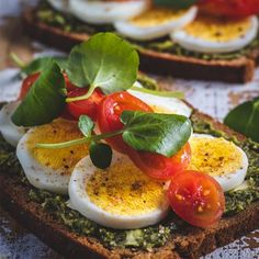 Smørrebrød Baby Tomatoes, Dried Tomatoes, Sandwiches, Scandinavian Food, Sun Dried, Everyday Food, Pesto, A Food