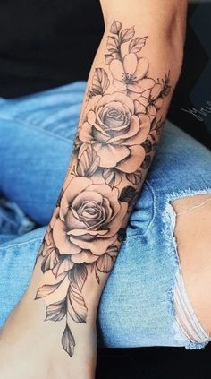 Arm Tattoos For Women Forearm, Upper Arm Tattoos, Cool Forearm Tattoos, Small Arm Tattoos, Tattoo Women, Rose Tattoo Forearm, Small Tattoo, Female Forearm Tattoo, Tatoo Rose